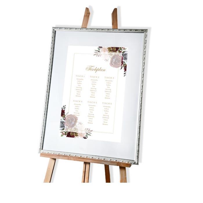 Tischplan zur Hochzeit mit Rosen in Burgunder