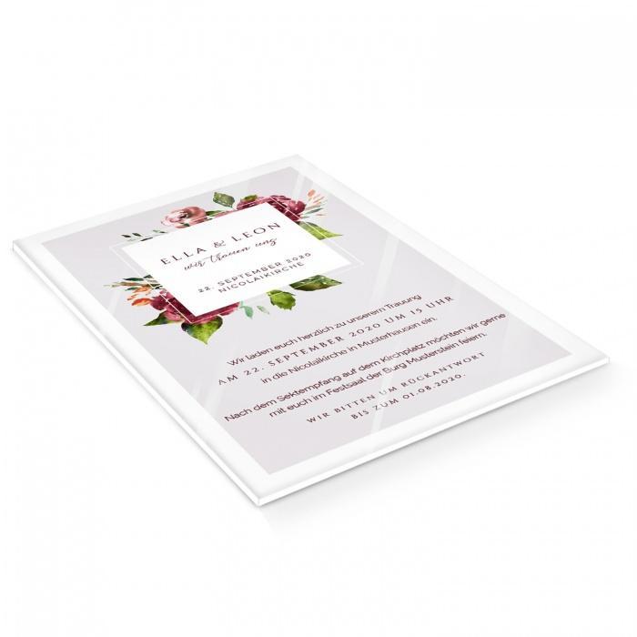 Hochzeitseinladung mit Blumen und elegantem Rahmen auf Acryl