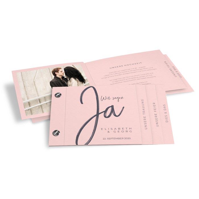 Moderne Hochzeitseinladung als Booklet mit Kalligraphieschrift in Rosa