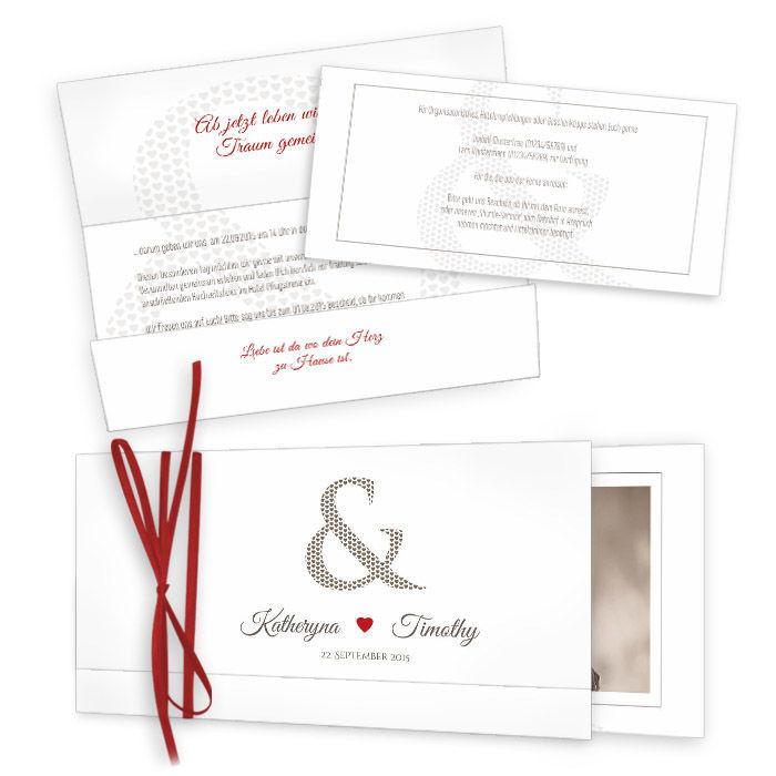 Hochzeitseinladung mit &-Zeichen und rotem Herz als Wickelfalz