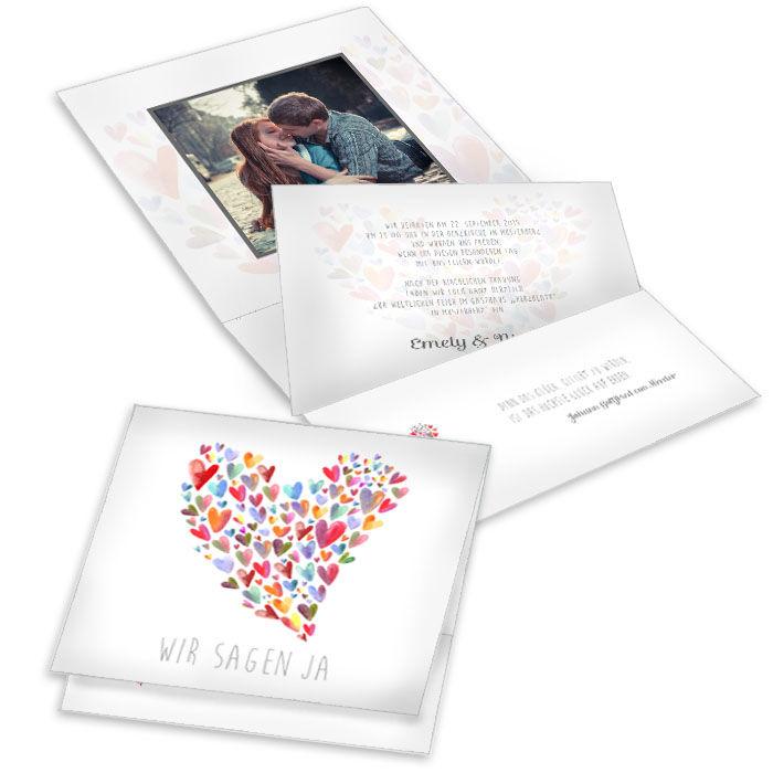 Hochzeitseinladung in Weiß mit bunten Herzen als Pocket