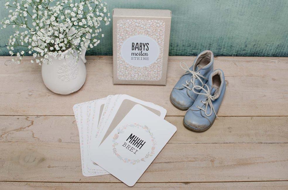 Baby Meilensteinkarten Box mit Pastellblumen