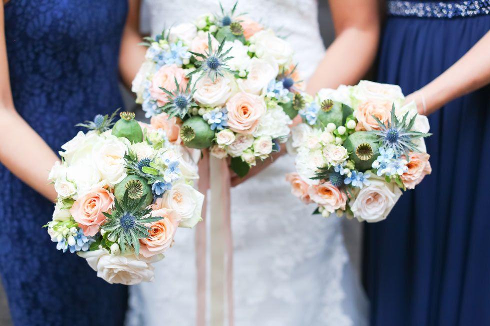 Traumhafter Brautstrauß in Pastellfarben Hellblau und Rosa Grün - carinokarten - Foto by Marco Hüther Fotografie