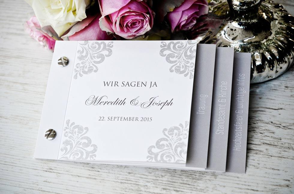 Elegante-Einladung-zur-Hochzeit-mit-barocken-Ornamenten-Meredith-und-Joseph-carinokarten