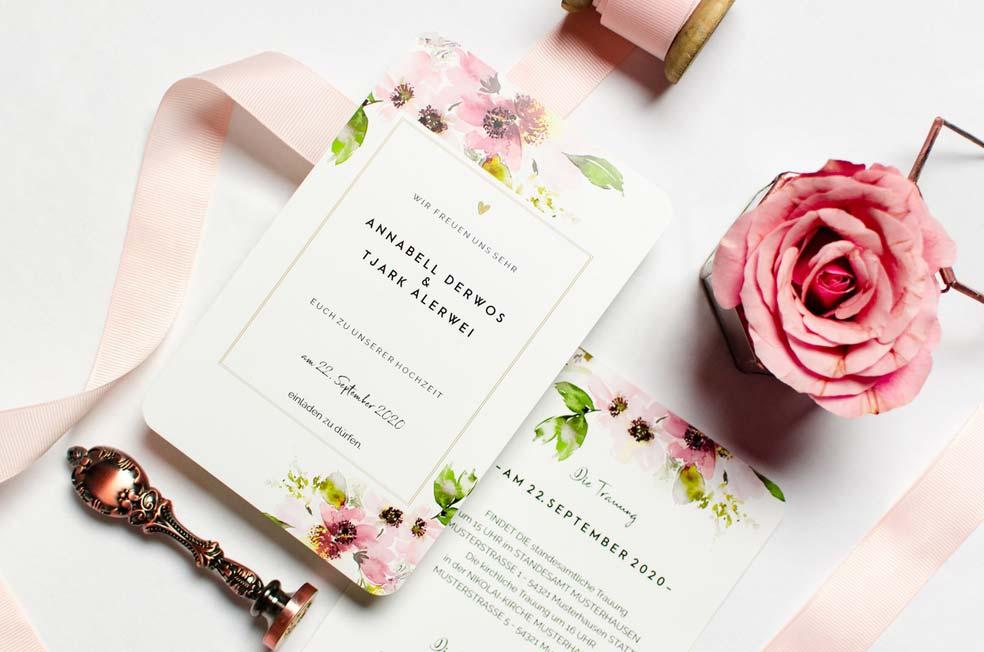 Florale Hochzeitseinladung mit zarten Aquarellblumen aus der Serie Annabelle und Tjark von carinokarten