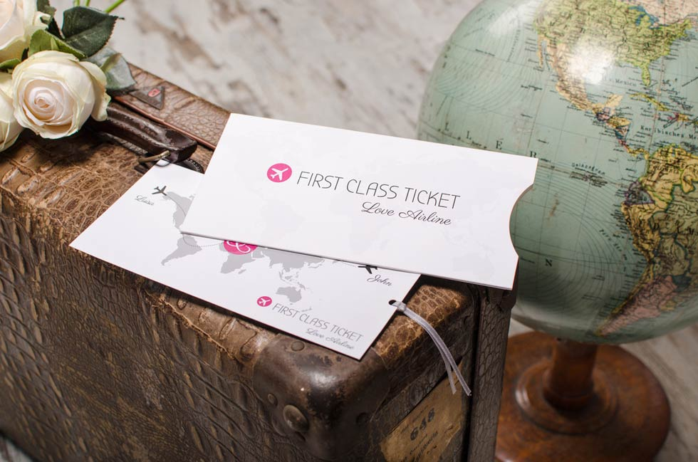 Hochzeitseinladung-als-Flugticket-fur-Destination-und-Reise-Hochzeit-Luisa-und-John---carinokarten