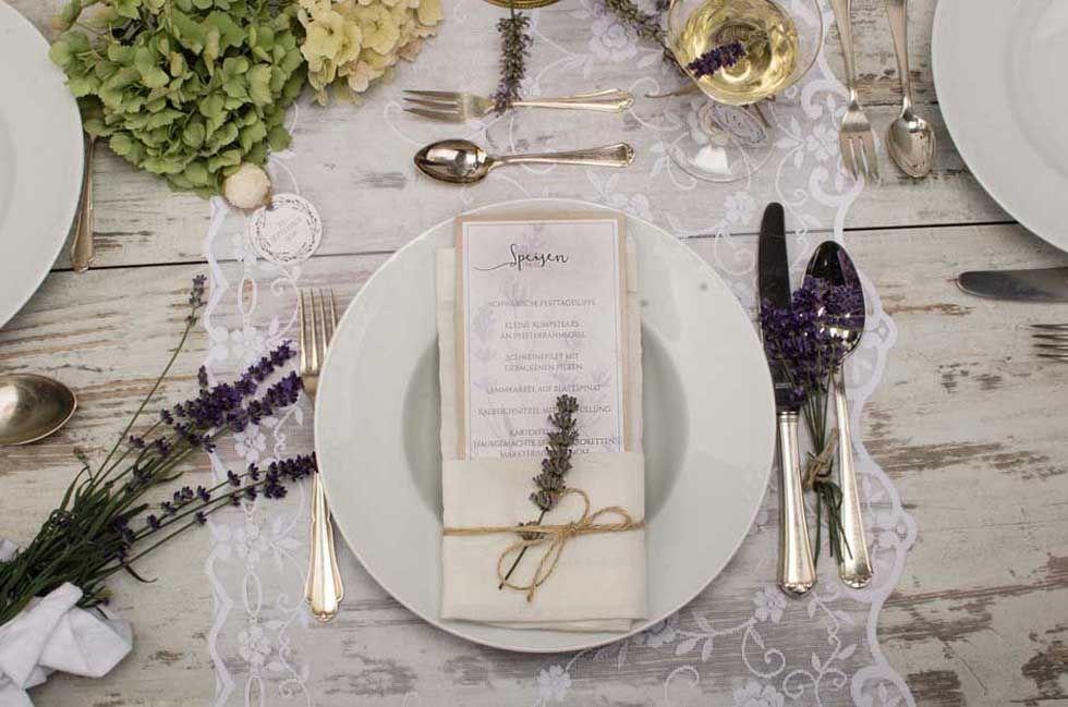 Vintage Menükarte zur Hochzeit im Kraftpapierstil mit Lavendel selbst gestalten - carinokarten