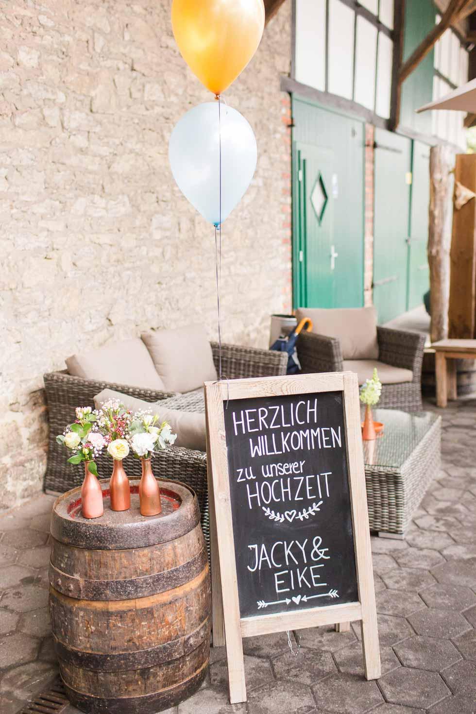 Willkommens Tafelschild zur Sommerhochzeit - carinokarten - Foto by Marco Hüther Fotografie
