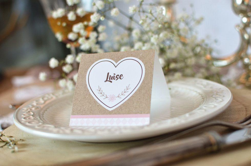 Tischkarte zur bayerischen Hochzeit im Kraftpapierstil mit Herz
