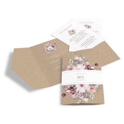 Romantische Hochzeitseinladung mit Aquarellblumen und Kraftpapieroptik