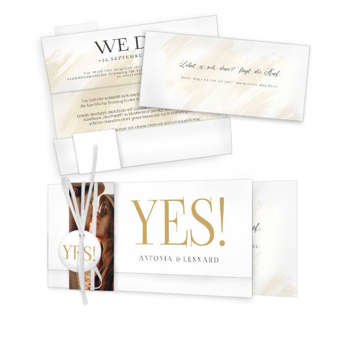 Moderne Hochzeitseinladung mit YES Schriftzug und Goldfolien Veredelung