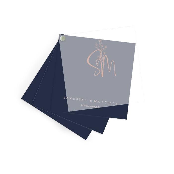 Elegante Hochzeitseinladung mit Transparentpapier und Monogramm