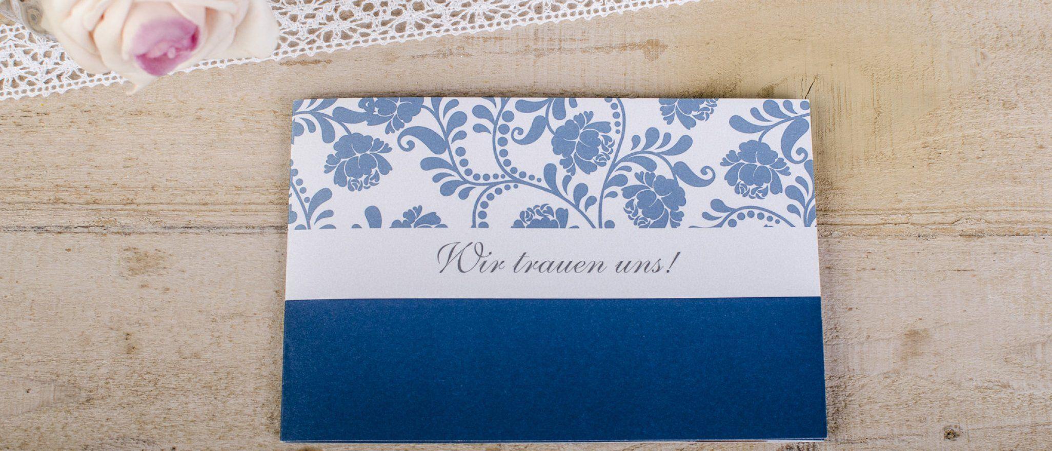 klassische hochzeitskarten in blau mit barocken floralen. Black Bedroom Furniture Sets. Home Design Ideas